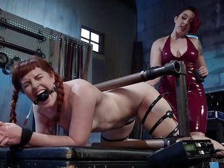 Госпожа ссыт порно